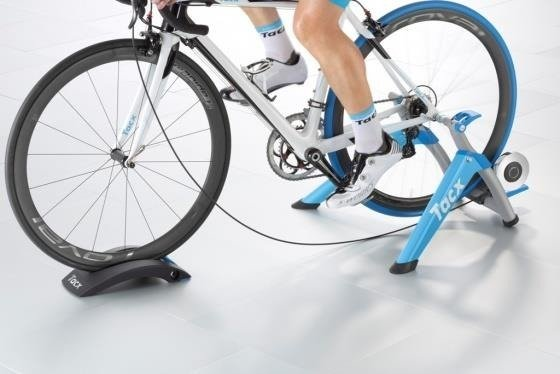 Tacx Satori Smart - Trainer + tray under the front wheel